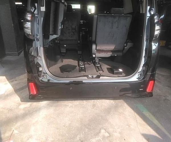 トヨタ ヴェルファイア LEDリフレクター取り付けのサムネイル